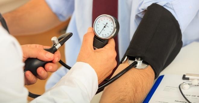 hogyan lehet normalizálni a vérnyomást magas vérnyomással magas vérnyomás 22 éves