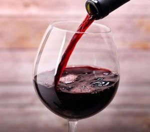 a száraz vörösbor előnyei és ártalmai magas vérnyomás esetén székrekedés a magas vérnyomás kezelésében