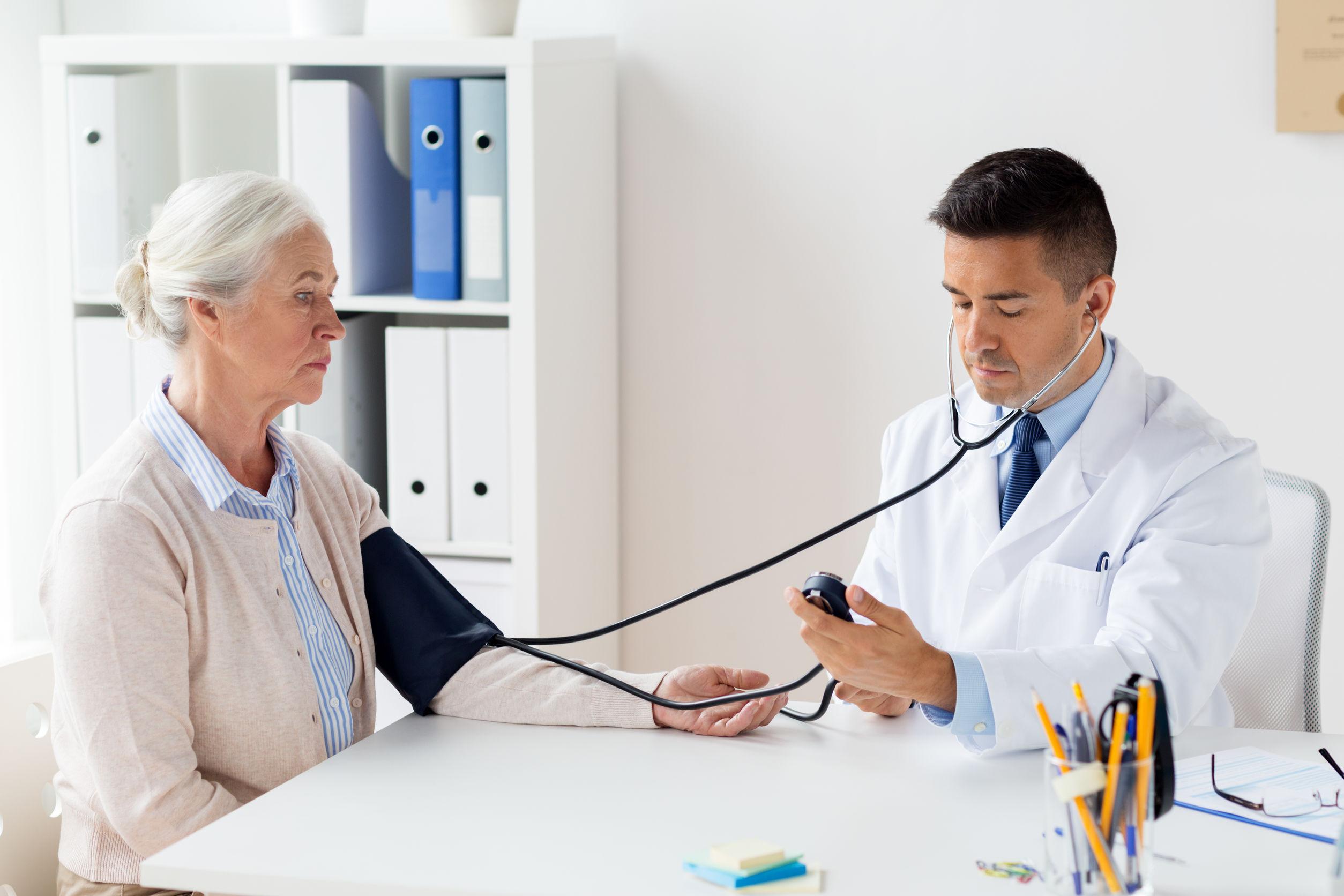 hogyan kell kezelni a 2 stádiumú magas vérnyomást magas vérnyomás elleni gyógyszerek krízishez