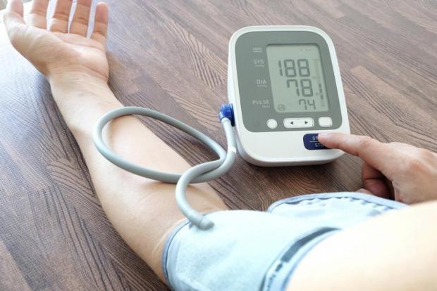 a járás bizonytalansága magas vérnyomással
