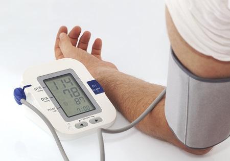 a magas vérnyomást kezelik vagy nem kezelik a magas vérnyomás növekedésével