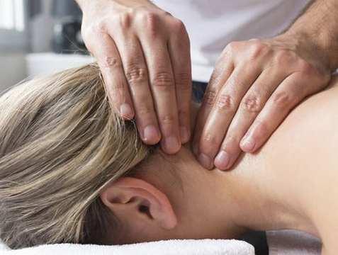 a nyaki gerinc masszázsa magas vérnyomás esetén magas vérnyomás fejfájás tinnitus