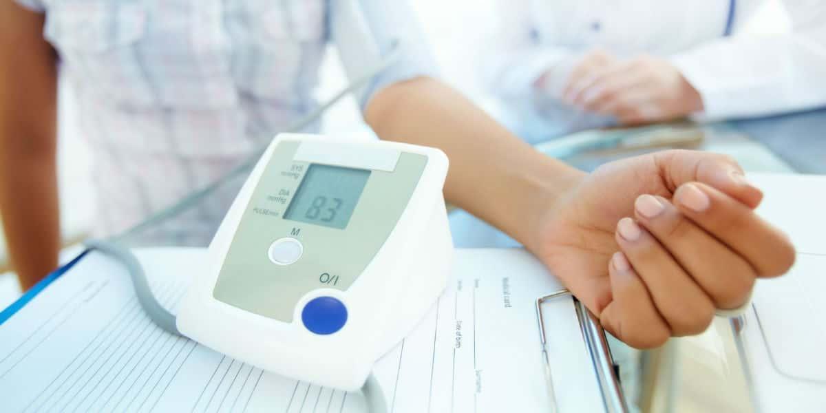 éjszakai magas vérnyomás tüneteinek kezelése